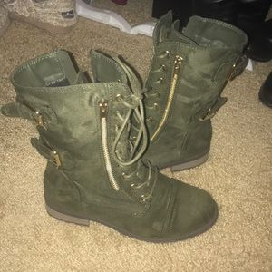 Olive green zipup combat style boots size 6.5